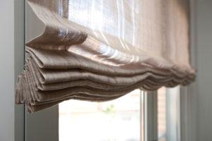 Las varillas pliegan de forma ordenada el tejido