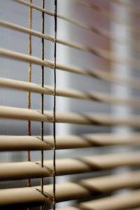 Lamas de persiana veneciana, ideales para regular la luz