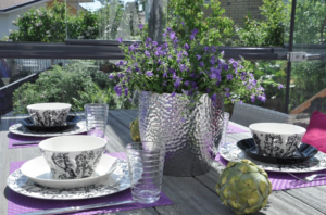 Una terraza con cortina de cristal es un lugar único para comer